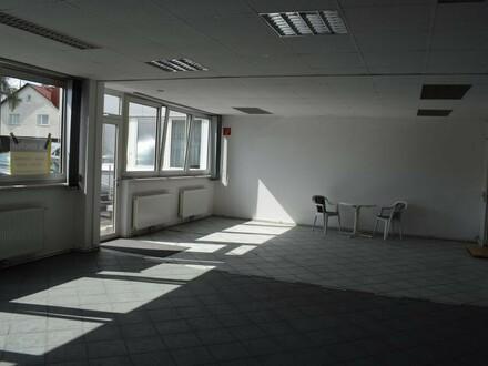 Büro mit Lagerhalle