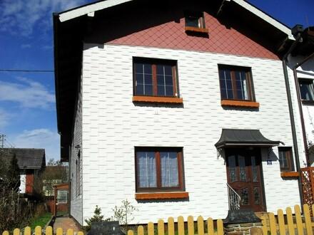 Doppelhaushälfte mit 2 Wohneinheiten