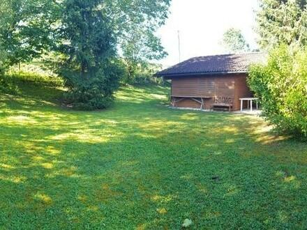 Aufgeschlossener Baugrund in idyllischer Lage mit Gartenhütte und Pool