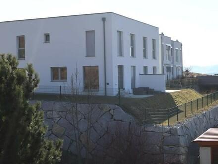 Neubau-Doppelhaushälfte in ruhiger, sonniger Lage mit herrlichem Blick über Freistadt