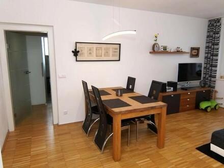sehr gut ausgestattete Eigentumswohnung im Zentrum von Lichtenberg