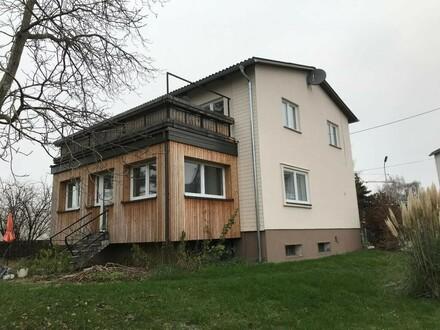 Attraktives Zweifamilienhaus mit sonnigem Garten und bester Infrastruktur