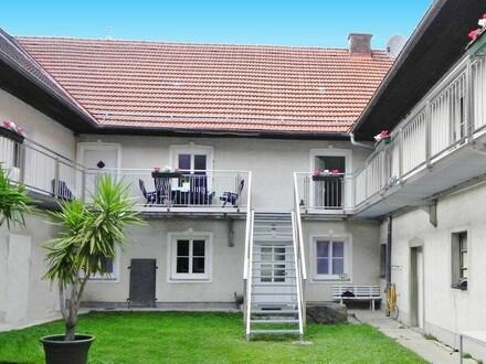 Vierkanthof mit Wohnungen, Büros und Hallen