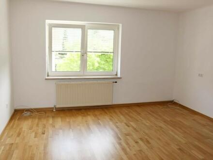 Hell - freundlich und sehr ruhig! 3 Zimmerwohnung mit Gemeinschaftsgarten - perfekt für eine Familie!
