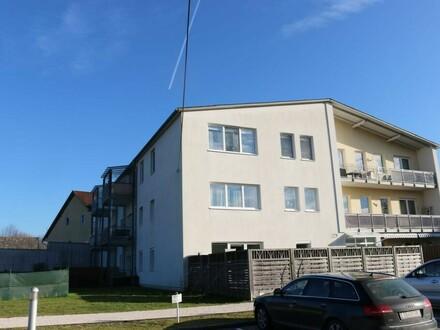 Vermietete Wohnung mit Loggia und Gartenfläche