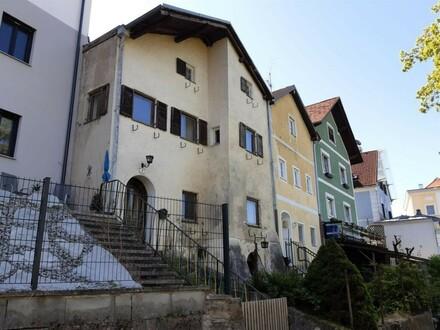 Sanierungsbedürftiges Wohnhaus
