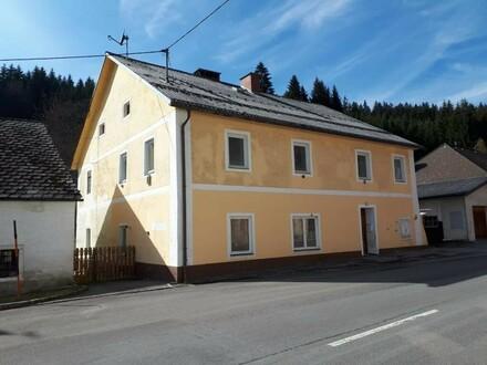 Wohnhaus (ehem. Schule) mit 3 Wohnungen