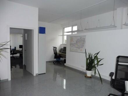Modernes Büro oder Ordination mit sehr Infrastruktur