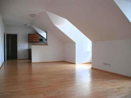 Großzügige Dachgeschosswohnung