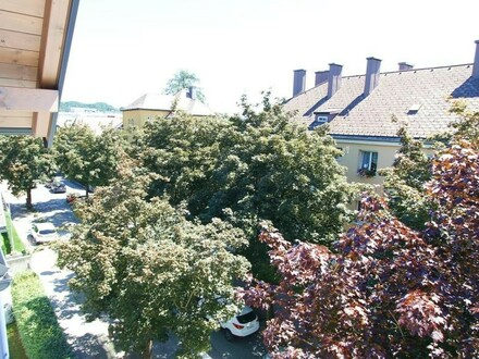 Zentral und ruhig gelegene Dachgeschosswohnung in Vöcklabruck!