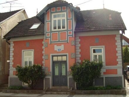 Wohnhaus mit großem Garten