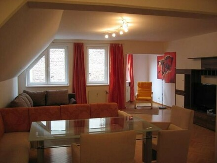 Modern möbliertes Apartment