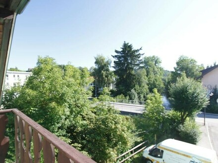 Gemütliche, komplett sanierte 3-Zimmer-Dachgeschosswohnung mitten in Vöcklamarkt!