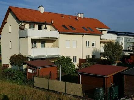Großzügige Familienwohnung mit Küche, Loggia, Garage & extra Stellplatz