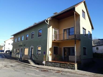 Stark renovierungsbedürftiges Wohnhaus in Zentrumslage