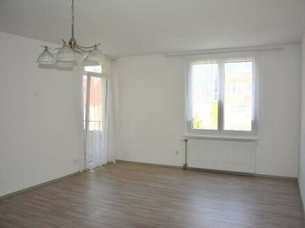 Helle 2 Zimmerwohnung mit Loggia