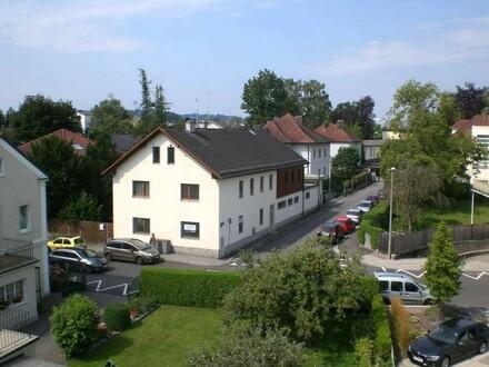 Zentrales Stadthaus mit Büro und 2 Wohneinheiten