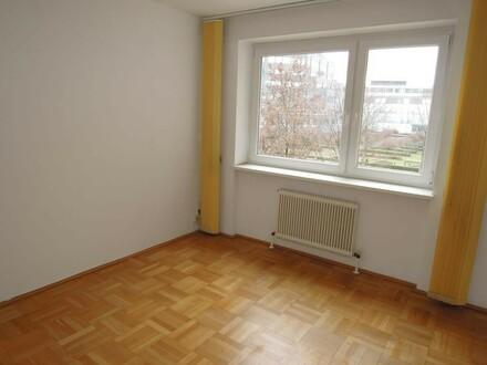 große Mietwohnung mit 5 Zimmer! IDEAL für Wohngemeinschaften!