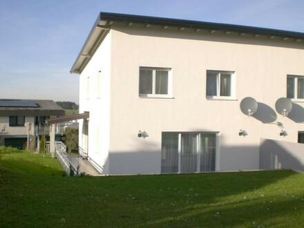 Neuwertige Doppelhaushälfte (Haus A) in Stadtnähe