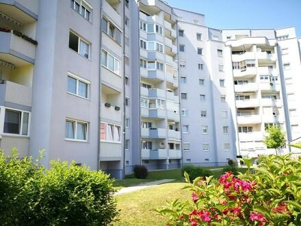 Großzügige Eigentumswohnung mit 3 Kinderzimmer, Loggia & Tiefgaragenplatz