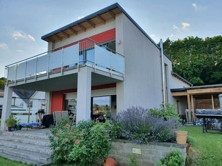 Moderne Doppelhaushälfte in ruhiger Siedlungslage