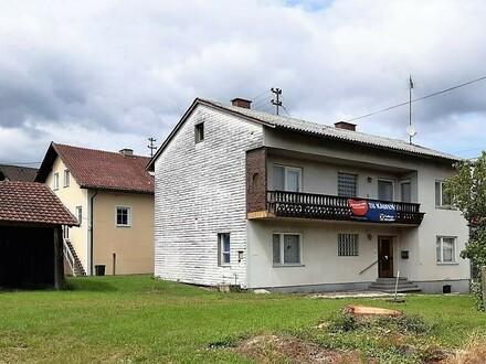 Zweifamilienhaus mit Nebengebäuden