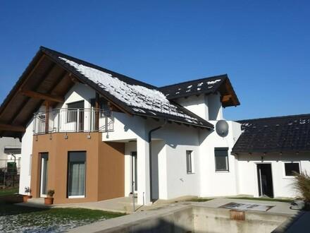 Neuwertiges Wohnhaus - Ziegelmassivbau