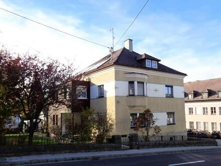 Ein- bzw. Zweifamilienhaus mit Garage und Nebengebäude