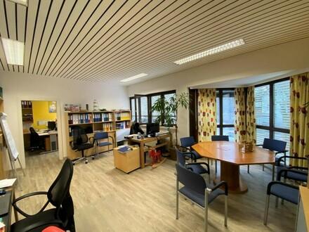 Zentrale Büro-, Kanzlei- oder Praxisflächen mit 3 Parkplätzen