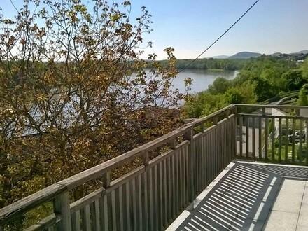 Haushälfte mit fantastischem Donau- und Alpenblick