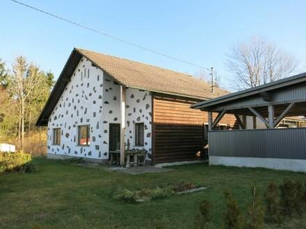 Schmuckes Haus mit landwirtschaftlichem Grundstück