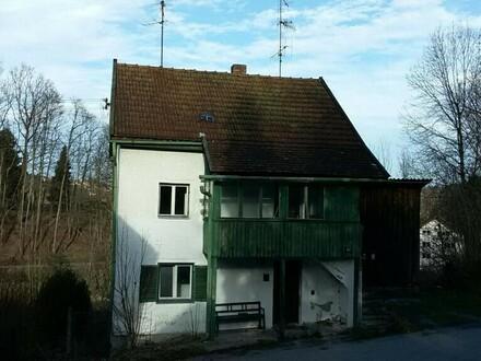 Stark renovierungsbedürftiges Haus in Haibach