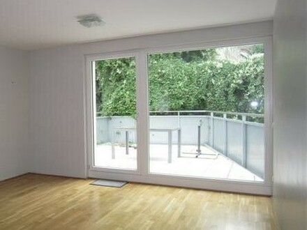 Wohnzimmer mit Ausgang auf die Terrasse