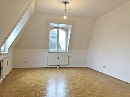 Schöne 2-Zimmer Altbauwohnung in zentraler Lage