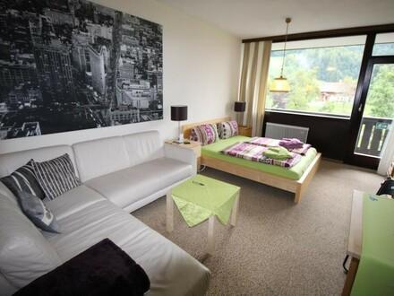 Wohnraum mit Doppelbett
