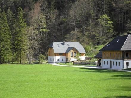 Modernes Wohnhaus in idyllischer Lage an der Alm