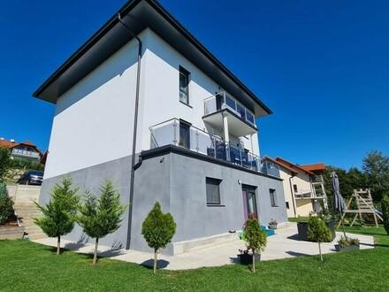 Fulminantes Zweifamilienhaus mit traumhaften Ausblick in beliebter Grünlage