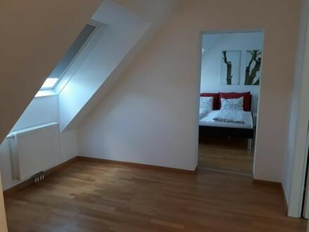 Modern möbliertes Dachgeschoßapartment
