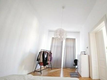 Schöne 2 Zimmer Altbauwohnung in bester Lage mit kleinem Balkon