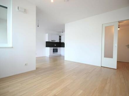 AM PULS DER ZEIT - Exklusive Zweizimmer mit Loggia und Einbauküche
