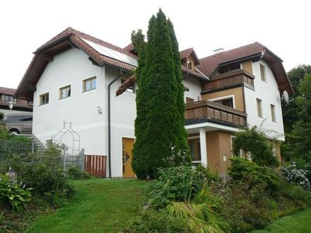 Ein- bzw. Mehrfamilienhaus in sonniger Siedlungslage