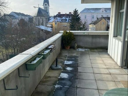 Einziehen und wohlfühlen - Helle 4-Zimmer-Wohnung mit Terrasse und Ausblick