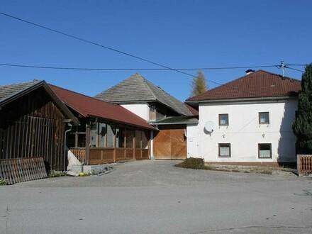 Stark renovierungsbedürftiges ehem. Sacherl und Dorfwirtshaus