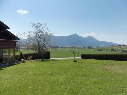 Großzügiges Wohnhaus in sonniger Alleinlage und mit traumhaftem See- und Panoramablick