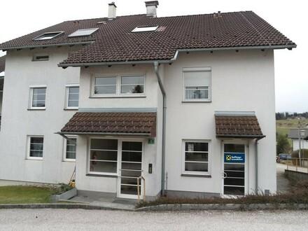 Renovierungsbedüftige Wohnung/Geschäftsraum