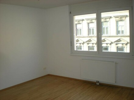 3-Zimmer-Neubau in ruhiger Wohnstraße
