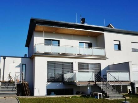 Stilvolle Doppelhaushälfte in sonniger Lage