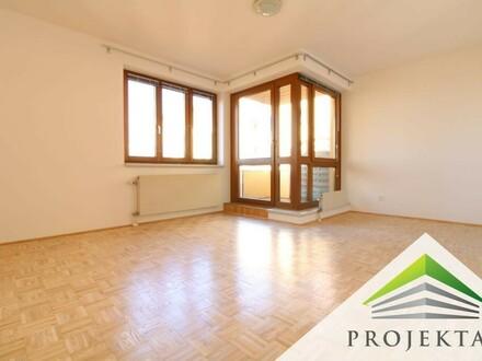 Leonding-Zentrum: Neu renovierte 2 Zimmer DG-Wohnung mit Küche & TG-Parkplatz