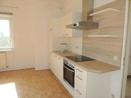 AM WINTERHAFEN: Helle 2 Zimmerwohnung mit neuer Küche und Donaublick!