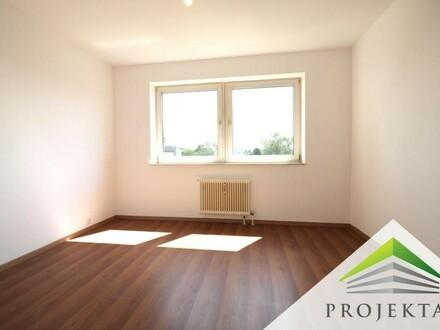 Schöne teilsanierte 2,5 Zimmerwohnung mit Wintergarten und Küche - ab sofort verfügbar!
